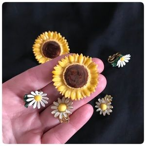 3 pairs of vintage flower daisy clip on earrings